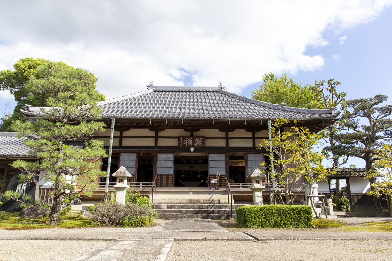 拝観寺院ではないけれど、田舎のお寺にはそれなりの風情もあります。